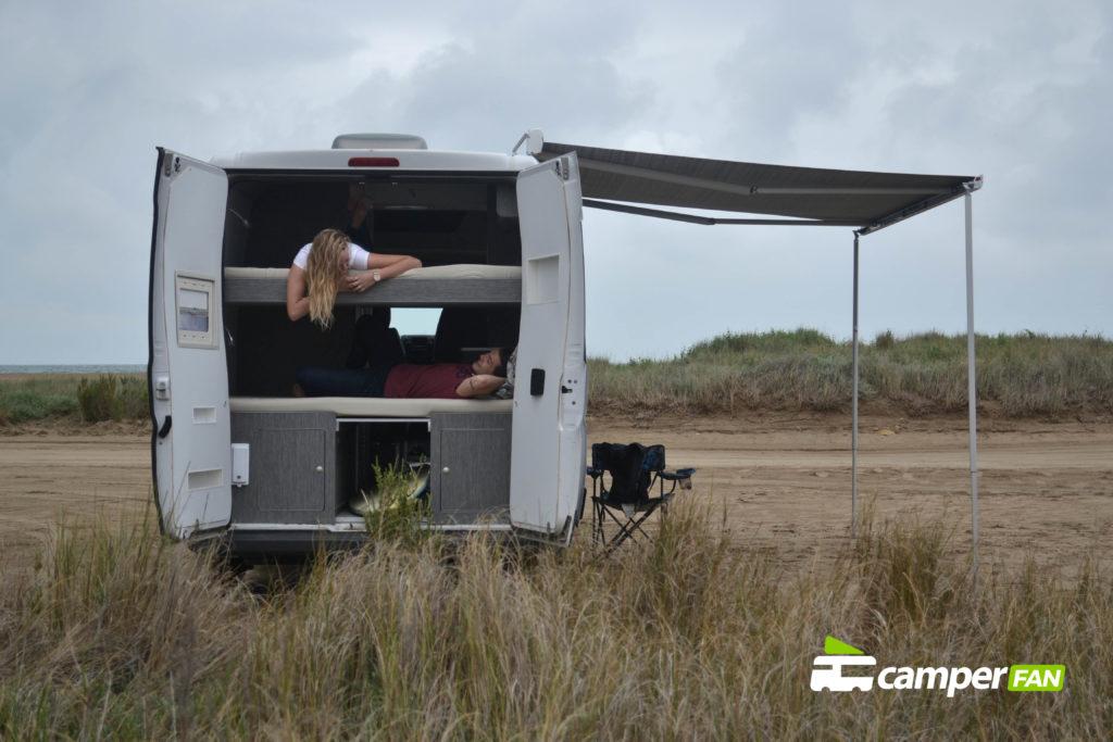 Acampados en la playa 7